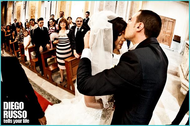 Sposi In Chiesa - Bacio Sposi