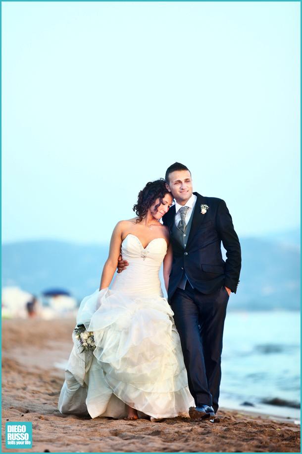 Matrimonio Spiaggia Abito : Foto romantica sposi diego russo studio fotografico