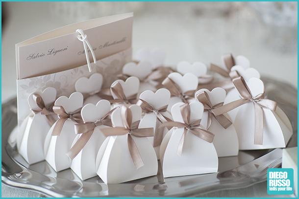 foto al matrimonio - foto dei dettagli alle nozze - foto degli scatoli per confetti
