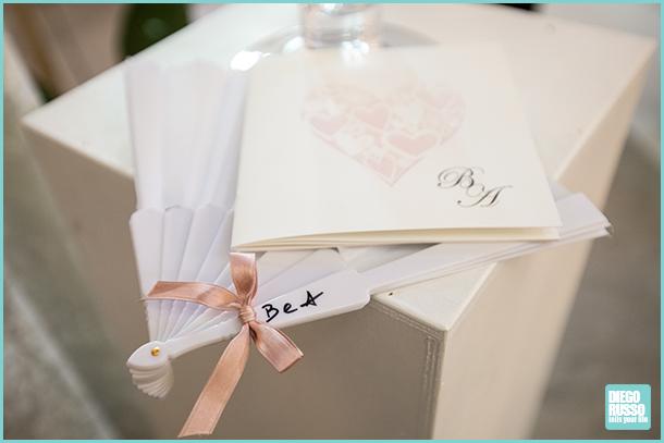 foto dettagli chiesa - foto libretto e ventaglio per matrimonio - foto dettagli matrimonio